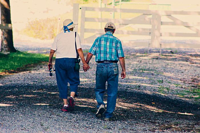 ■安度晚年是否必须卖屋是许多即将退休夫妻的问题。图中人物非本文个案。Noelle Otto / Pexels